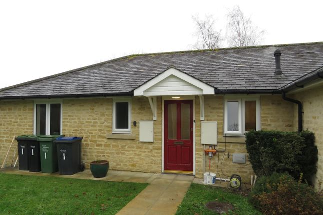 2 bed bungalow to rent in The Orchard, St. Mary Street, Chippenham SN15
