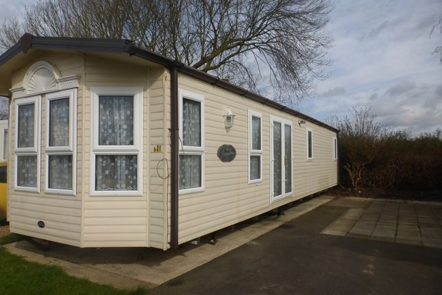 2 bed mobile/park home for sale in Witham Bank, Chapel Hill, Lincoln