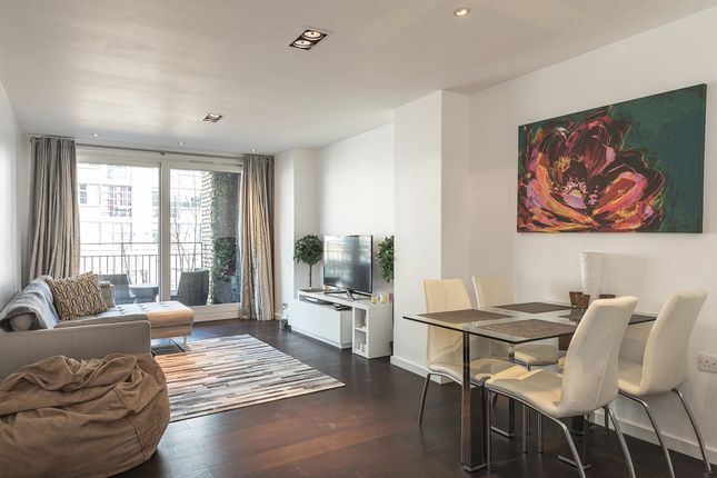 2 bed flat to rent in Wenlock Building, Wharf Road, London