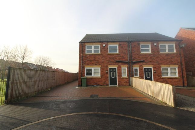 Thumbnail Terraced house to rent in Foxglove Close, Scunthorpe