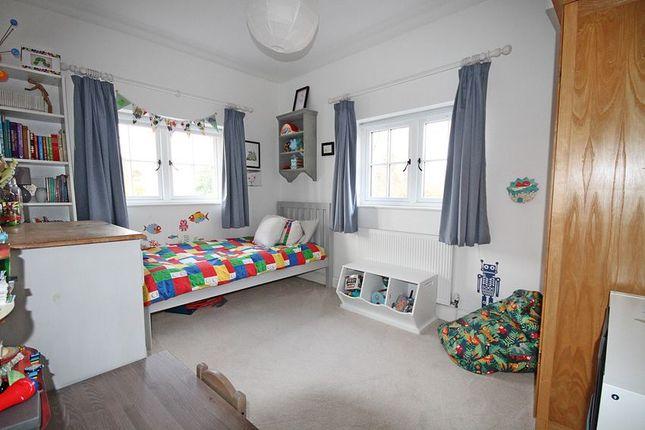 Bedroom of Darlings Lane, Pinkneys Green SL6