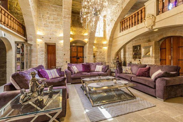 6 bed villa for sale in Qormi, Malta