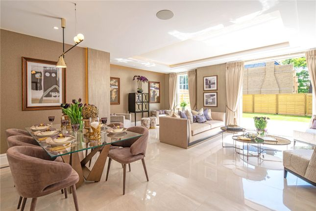 3 bedroom end terrace house for sale in Chase Side, Southgate, London