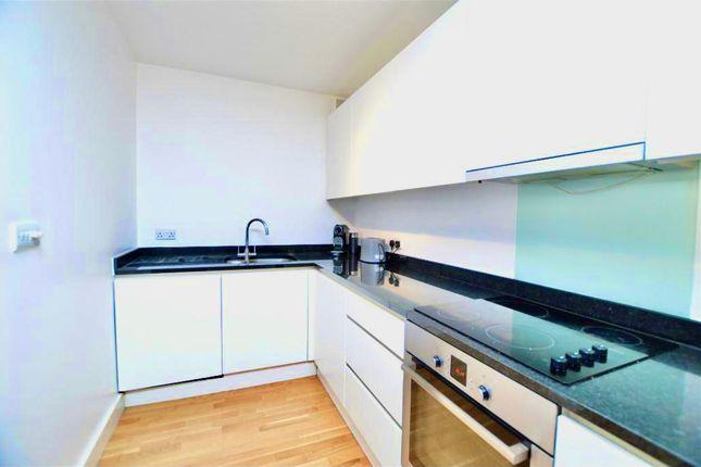 Flat to rent in Queensbridge Road, London