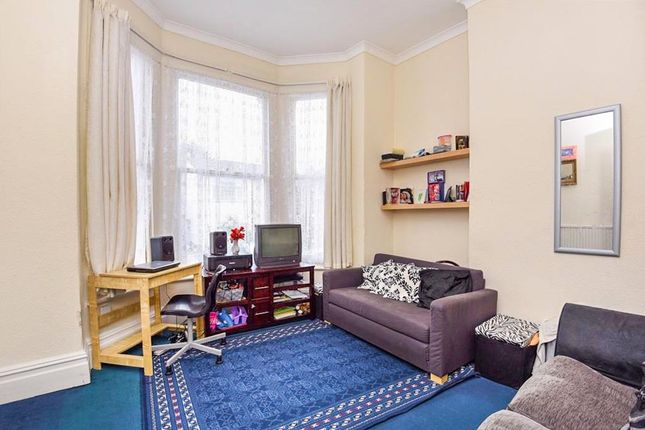 1 bed flat for sale in Nicholson Road, Addiscombe, Croydon