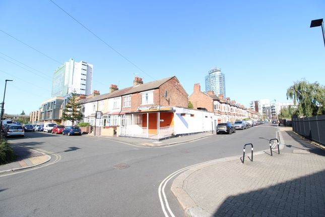 Thumbnail Property for sale in Brook Lane North, Brentford