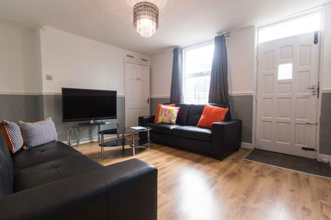 Thumbnail Property to rent in Royal Park Avenue, Hyde Park, Leeds