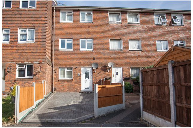 Thumbnail Town house for sale in Hitchin Close, Romford