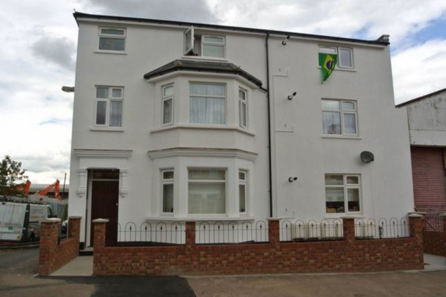 2 bed flat to rent in Alric Avenue, Harlesden