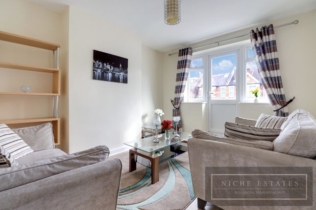 2 bed flat to rent in Wilton Road, London N10