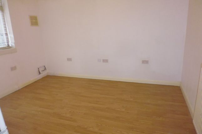 Flat to rent in Meadfoot Road, Streatham Common