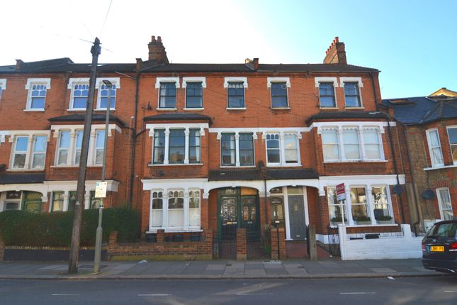 3 bed flat to rent in Lavender Sweep, London, UK SW11