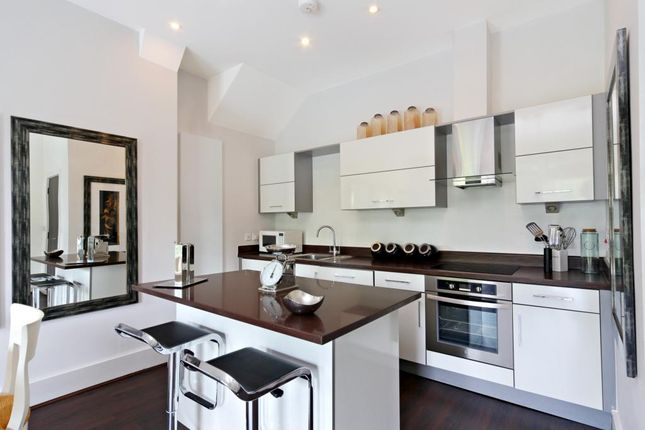 Thumbnail Flat to rent in Rotary Court, Hampton Court Road