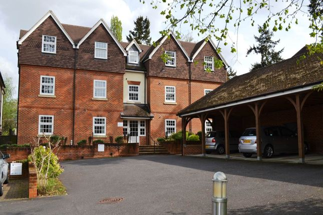 2 bed flat to rent in Kingsland House, Andover Road, Newbury