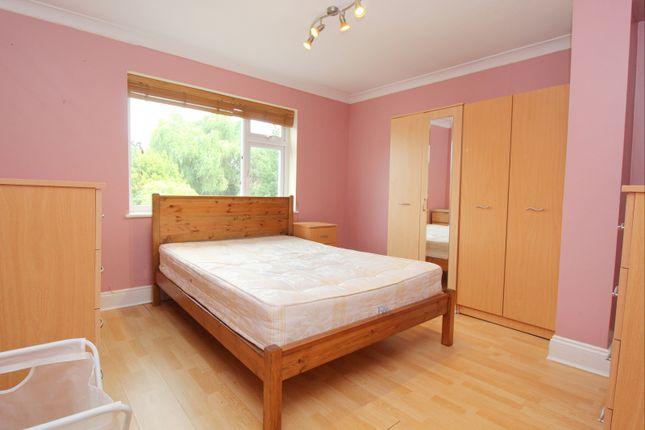 Room to rent in Ashridge Way, Morden