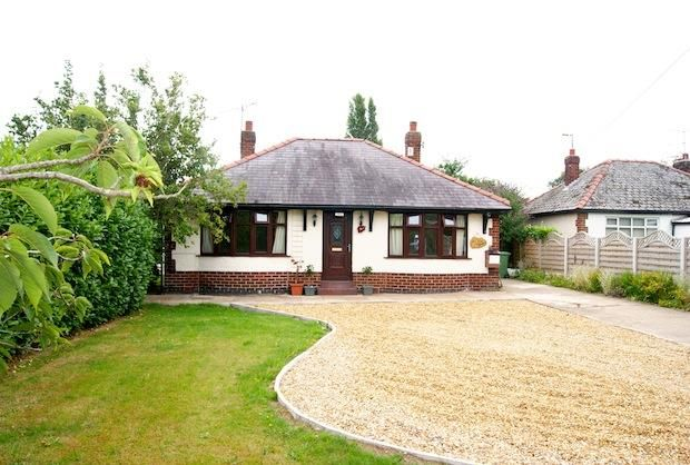 Thumbnail Detached bungalow to rent in Croeshowell Lane, Rossett, Wrexham
