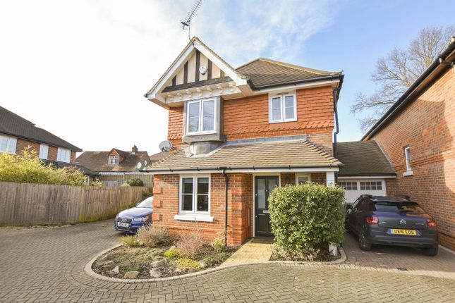 Thumbnail Detached house to rent in Swallow Fields, Iver