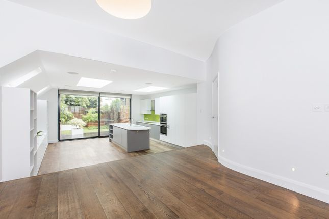 Thumbnail Property to rent in Gowan Avenue, London