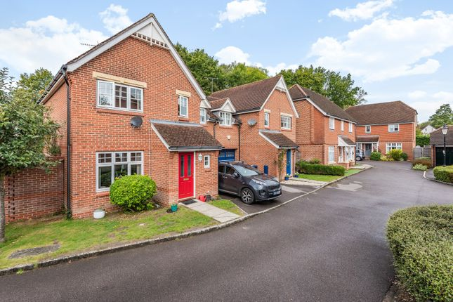 3 bed property for sale in Foxwood Close, Wormley, Godalming GU8