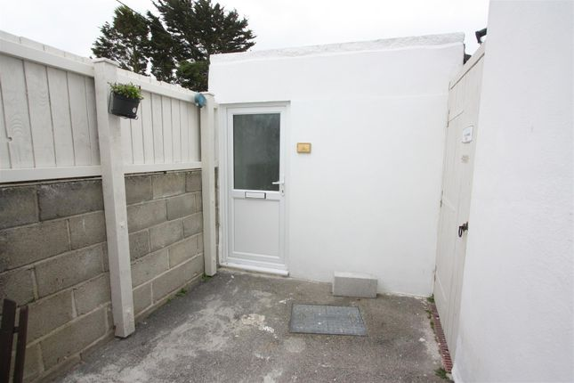 Thumbnail Flat to rent in Stafford Close, Newquay