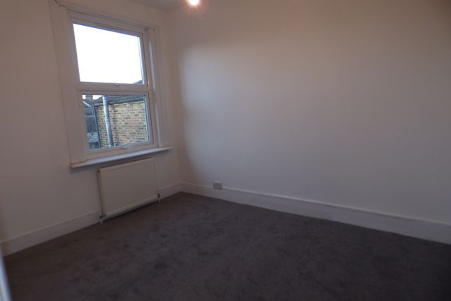 Middle Bedroom of Glenwood Road, London N15