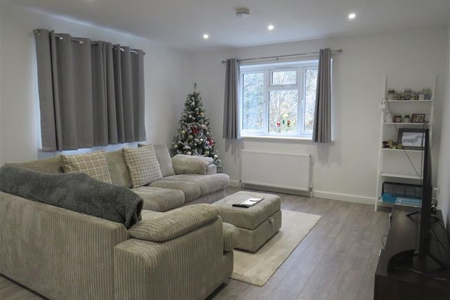 2 bed flat to rent in Teignmouth Road, Torquay TQ1