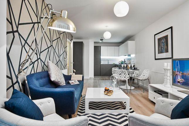 Living Area of Kew Bridge Road, London TW8