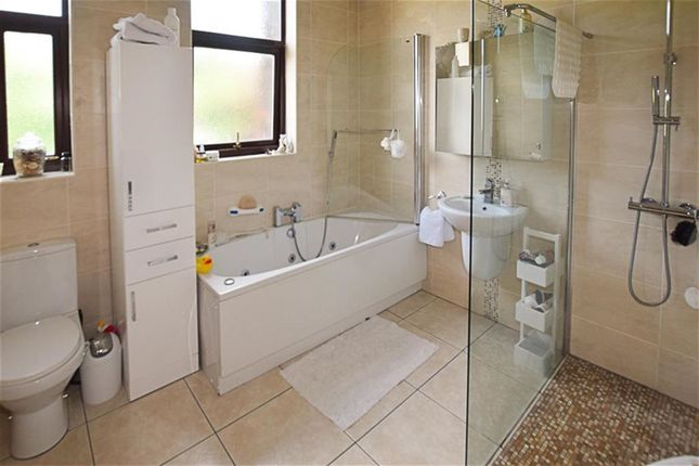 Bathroom of Crescent Road, Dukinfield SK16