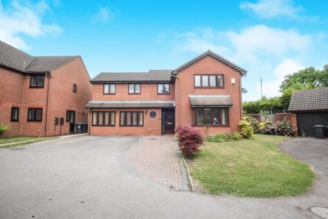Thumbnail Detached house for sale in Statham Close, Luton, Bedfordshire