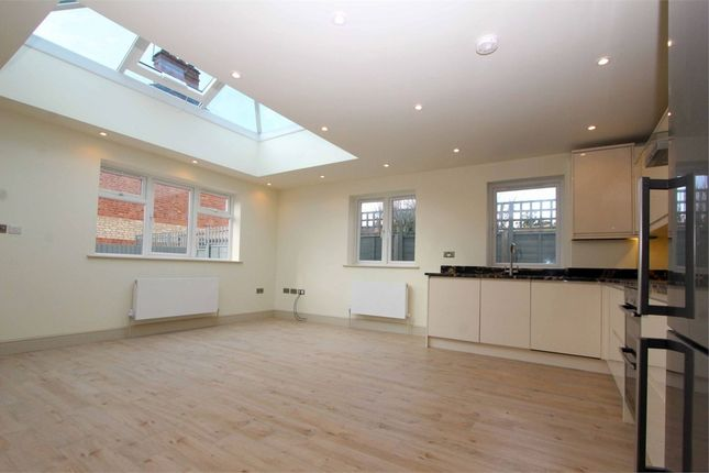 2 bed flat for sale in Fortis Green, East Finchley, London