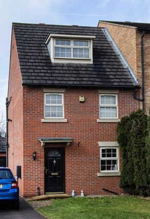 Thumbnail Terraced house to rent in The Rowick, Wakefield