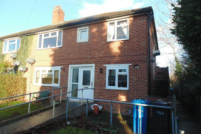 2 bed flat to rent in Sutton Avenue, Tamworth