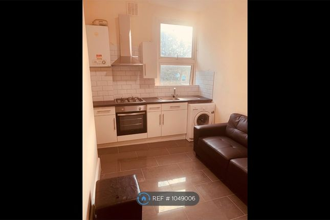 2 bed flat to rent in Lewisham Way, New Cross SE14