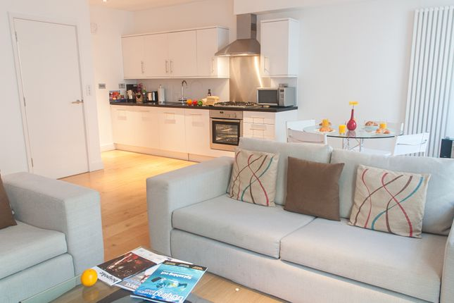Thumbnail Flat to rent in Wellington Street, London