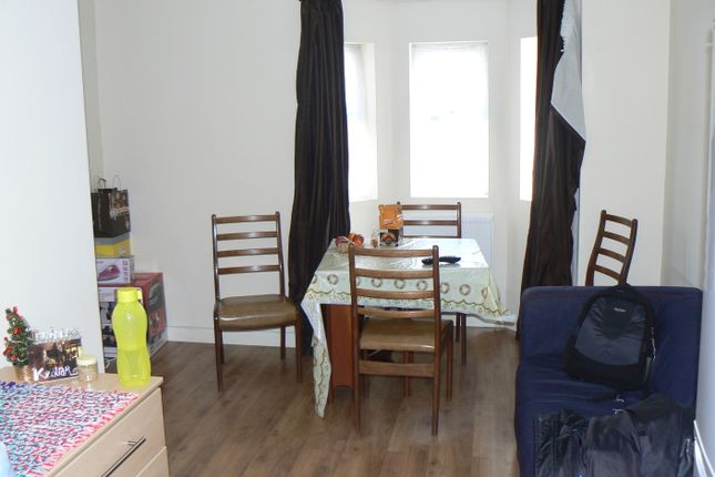 2 bed flat to rent in oxford road reading rg30 42703133. Black Bedroom Furniture Sets. Home Design Ideas