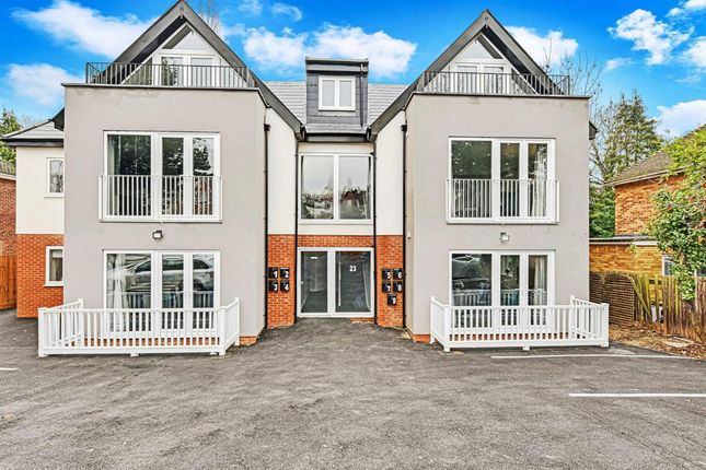 Thumbnail Flat to rent in Braywick Road, Maidenhead