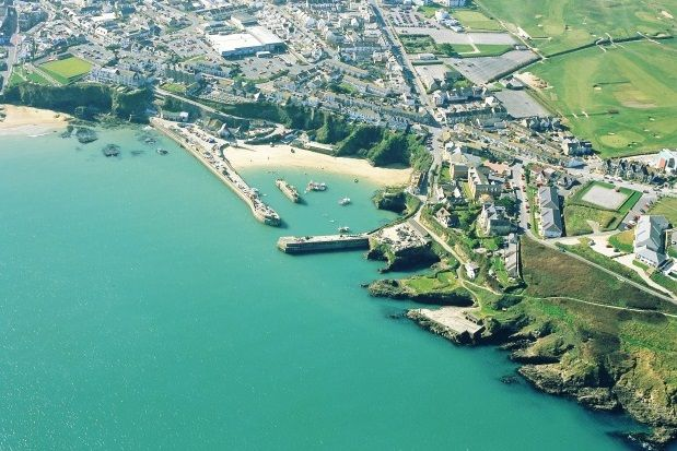 Thumbnail Property to rent in Cliff Road, Newquay