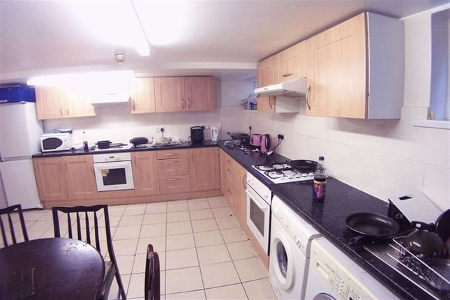 Thumbnail Property to rent in St. Michaels Villas, Headingley, Leeds