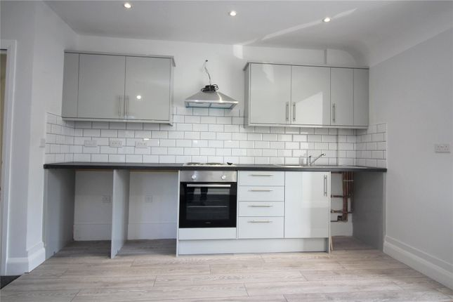 Thumbnail Flat to rent in Darnley Road, Rochester, Kent