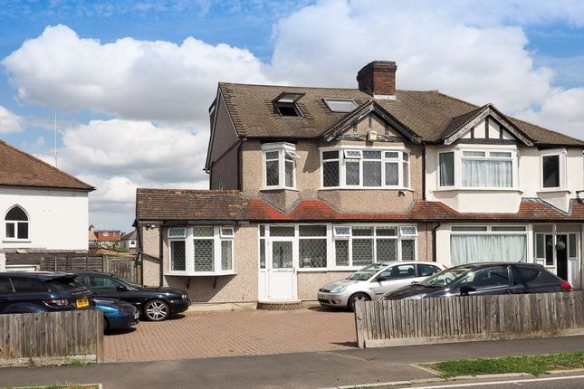 Homes for sale in aragon road morden sm4 buy property for Morden houses for sale