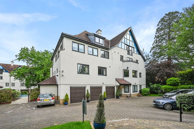 Thumbnail Flat to rent in Carew Road, Northwood, Middlesex