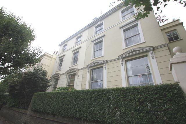 2 bed flat to rent in Regent's Park Road, Camden