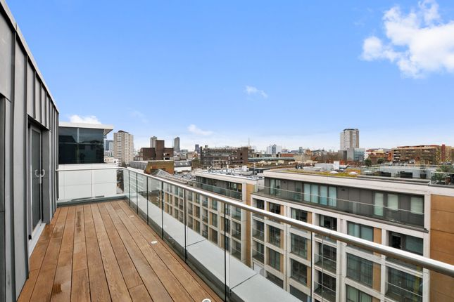 Thumbnail Flat for sale in Goswell Road, London