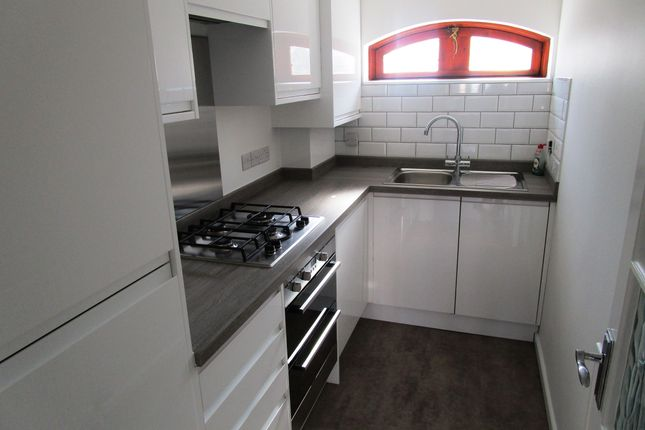 Thumbnail Flat to rent in Wickhams Wharf, Viaduct Road, Ware