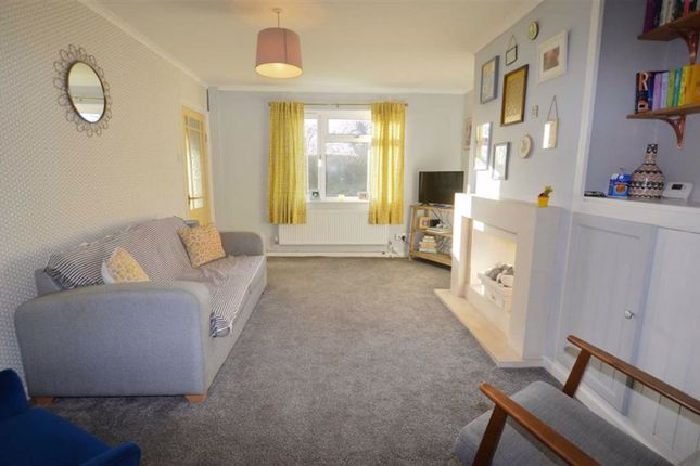 Lounge of Snaith Road, East Cowick, Goole DN14