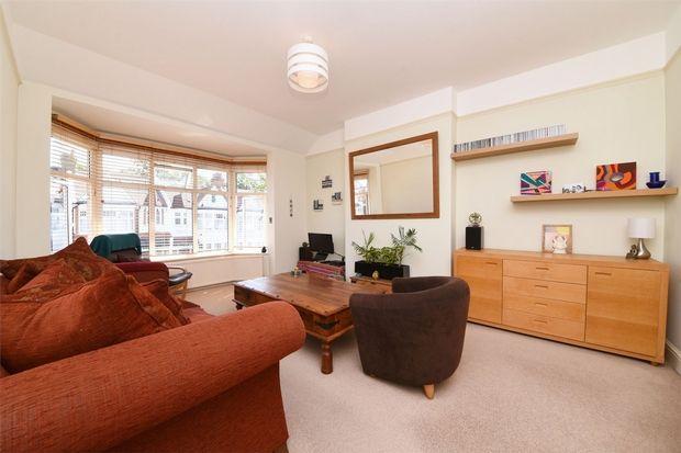 2 bed flat for sale in Springcroft Avenue, London N2