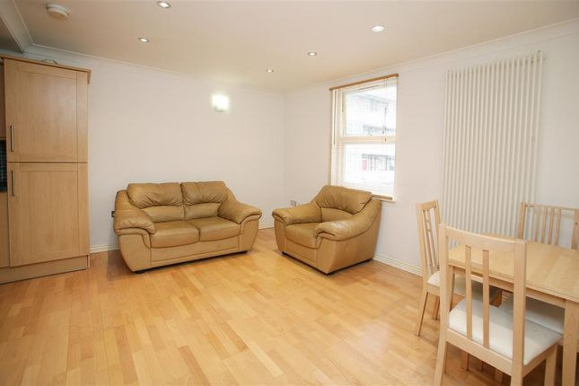 Thumbnail Flat to rent in Globe Road, Bethnal Green, London