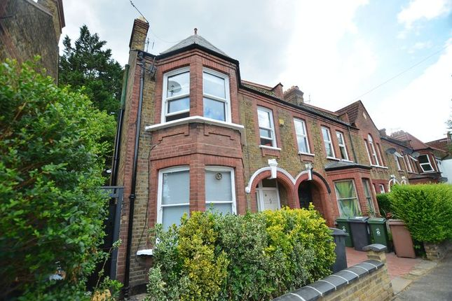 3 bed flat for sale in Seymour Road, London