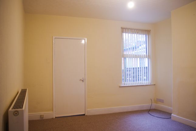 Back Living Room of Latham Street, Bulwell NG6
