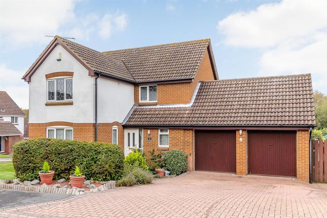 Thumbnail Detached house for sale in Horseshoe Close, Billericay
